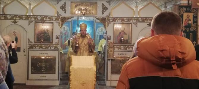 Божественную литургию в нашем храме возглавил Преосвященный Владыка Иоанн
