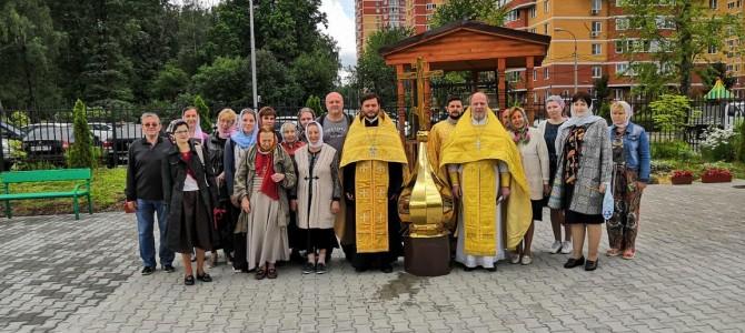 Совершен чин освящения купола с Крестом на звонницу